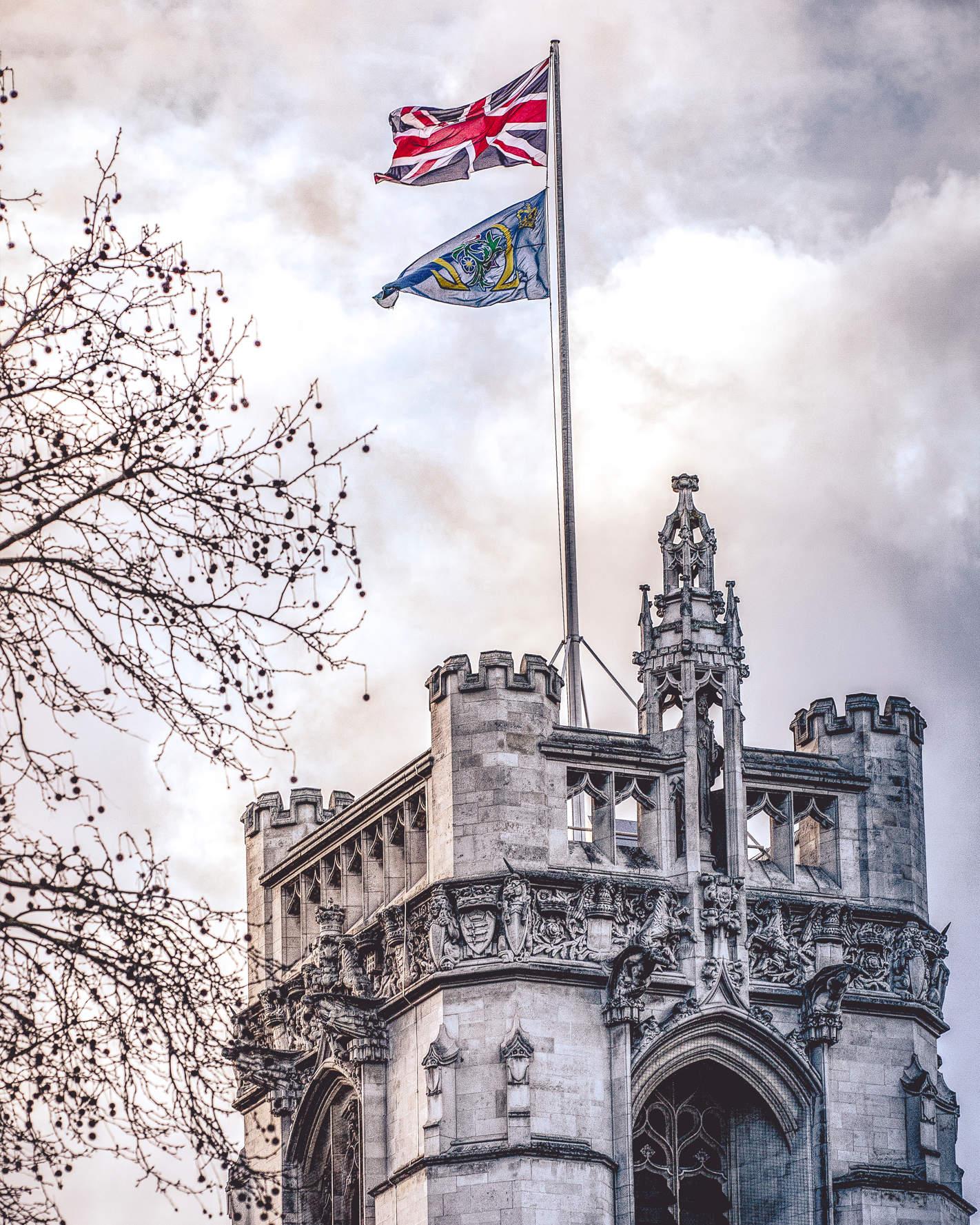 Haussmann Ära Fassaden in goldenem Abendlicht in London