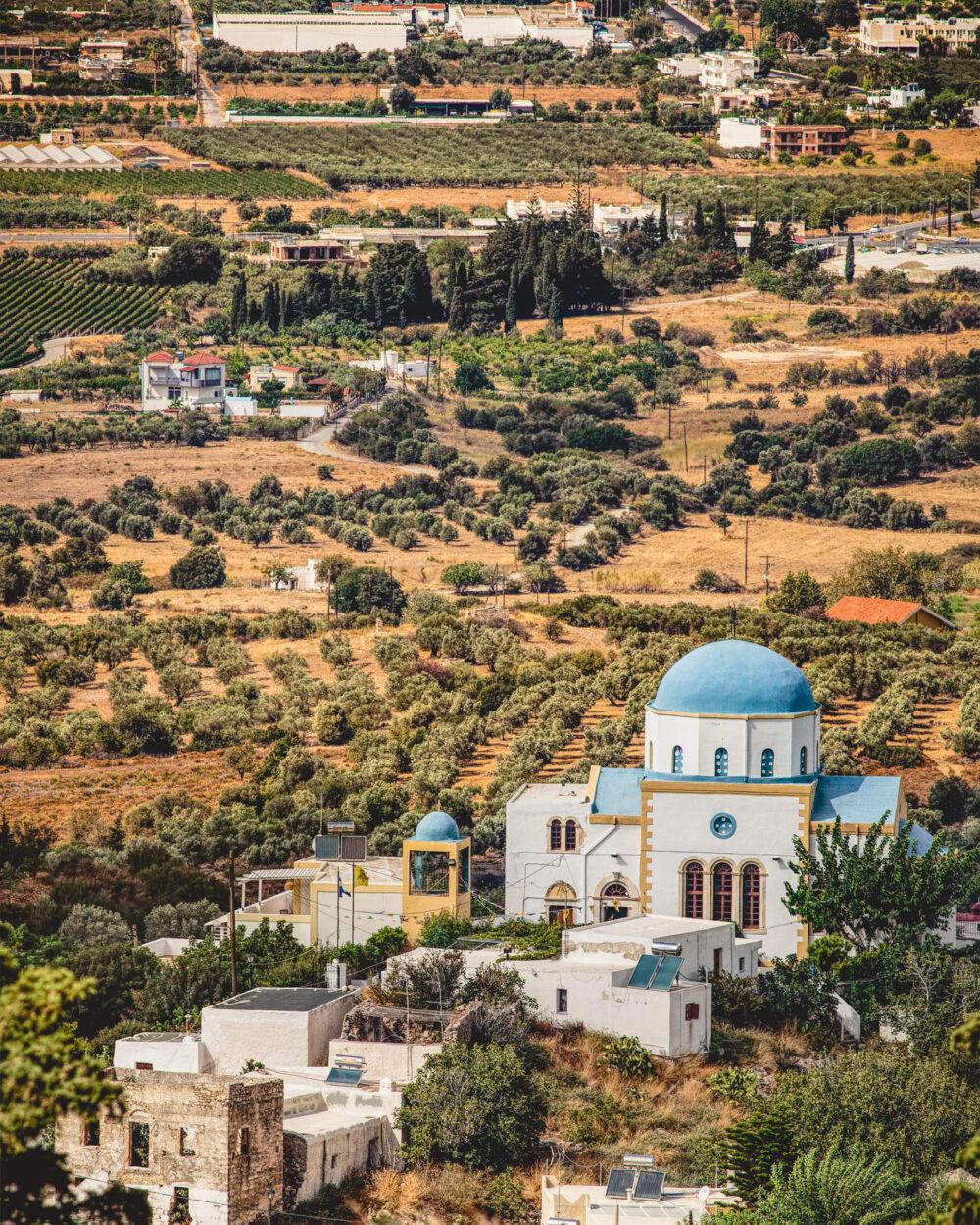 Kirche umringt von Olivenhainen auf der Insel Kos in Griechenland als nachhaltiger Kunstdruck in weissem Rahmen in 60x90cm von Stephan Böhm
