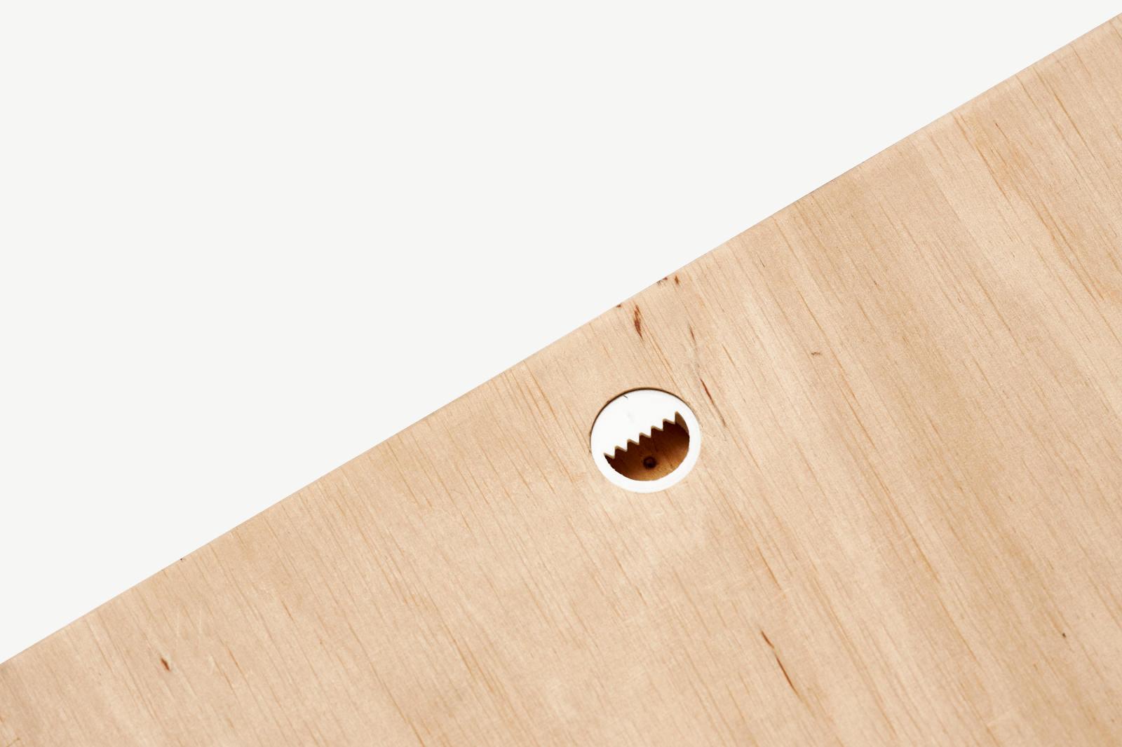 Aufhängung der Holzdrucke an der Rückseite