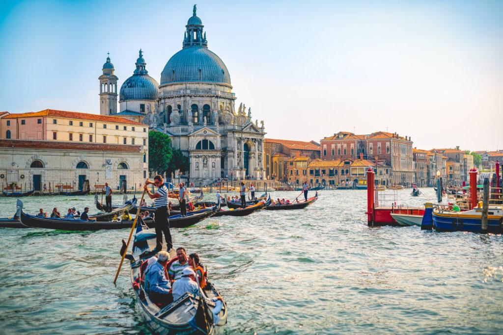 Die Fahrt in der Lagune aus der Edition Romantisches Venedig ist das Headliner-Motiv der Serie
